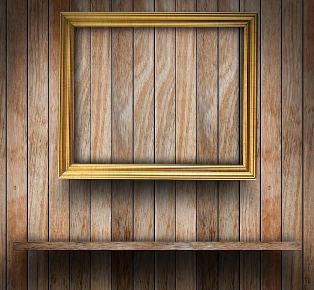 Omlijsting op houten muur