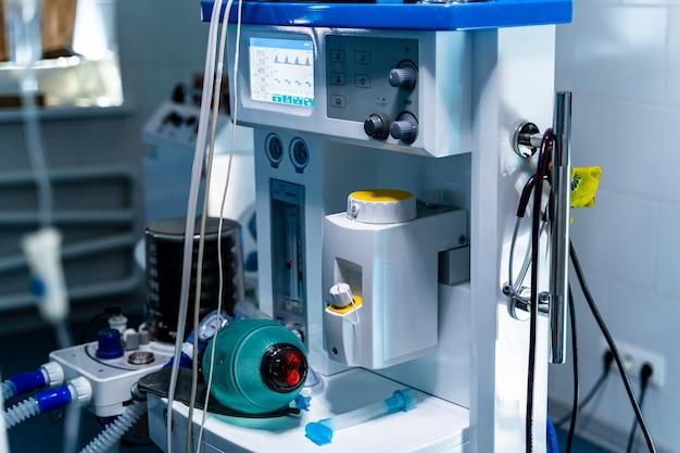 Onderdeel van apparatuur voor mechanische ventilatieapparatuur. longontsteking diagnosticeren. ventilatie van de longen met zuurstof. covid-19 en coronavirus identificatie. pandemie.