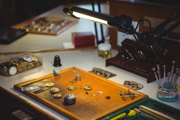 Onderdelen van horloge voor reparatie