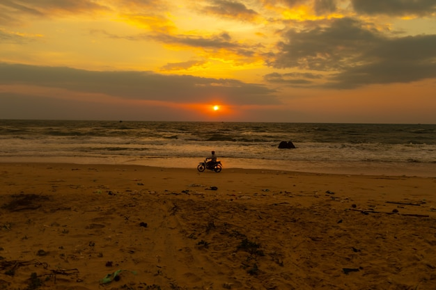 Ondergaande zon over de oceaan