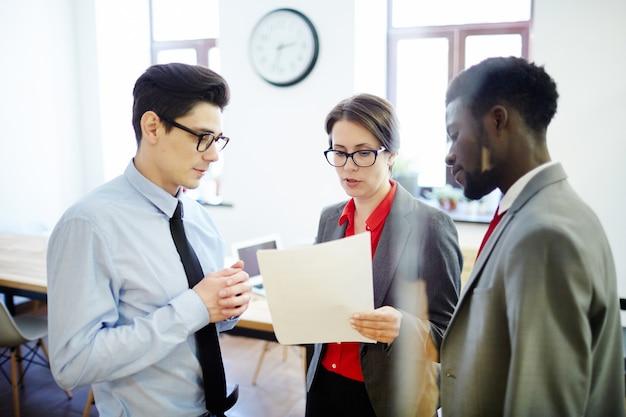 Onderhandelen tijdens vergadering
