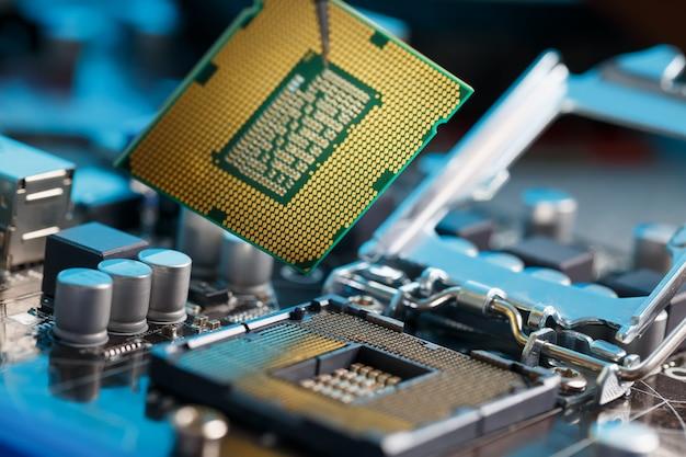 Onderhoud computer cpu hardware upgrade van moederbord component