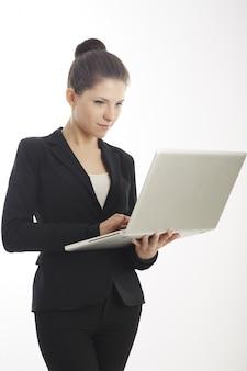 Onderneemster die met laptop werkt
