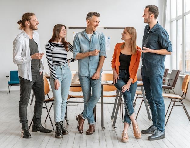 Ondernemers bijeen op kantoor
