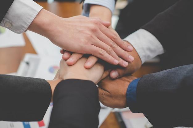 Ondernemers de handen ineen