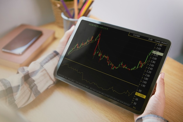 Ondernemers die werkzaam zijn in forex trading aandelenfinanciën en -rekening