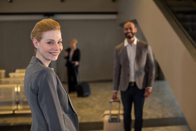 Ondernemers lopen met bagage