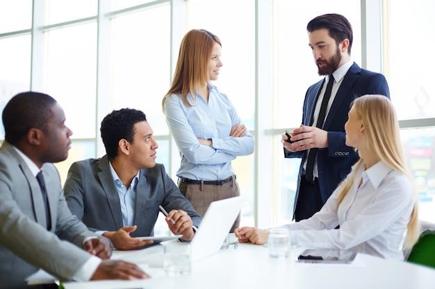 Ondernemers luisteren naar de baas