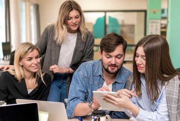 Ondernemers praten over een nieuw project