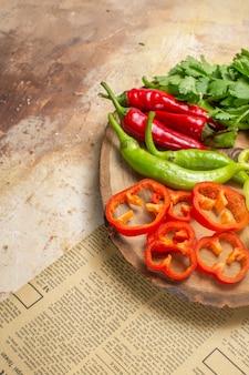 Onderste helft verschillende groenten koriander hete pepers paprika's