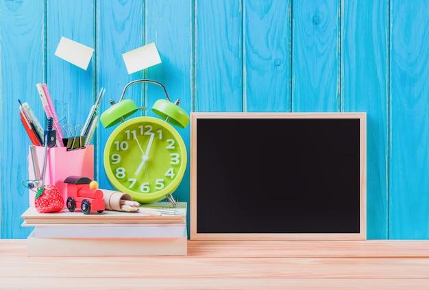 Onderwijs, back to school-conceptenachtergrond met exemplaarruimte