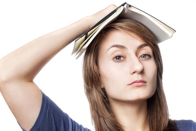 Onderwijs concept. vrouw met boek