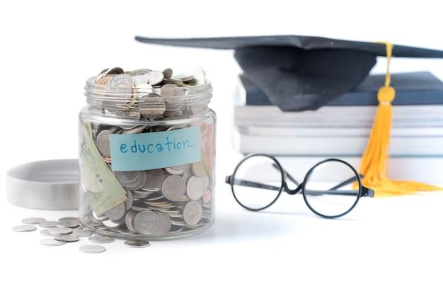 Onderwijs geld besparen in een glazen pot