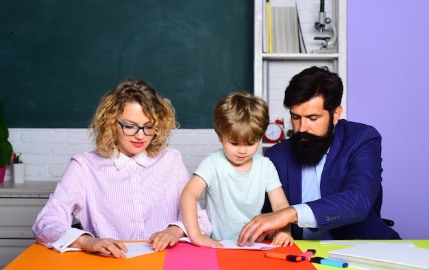 Onderwijs voor kinderen buiten school familie school leraren dag september kinderen maken zich klaar voor school