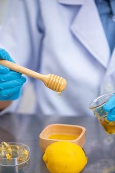 Onderzoek naar natuurlijke extracten in laboratoria