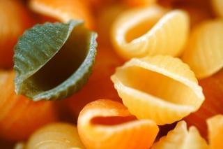 Oneven pasta uit geel