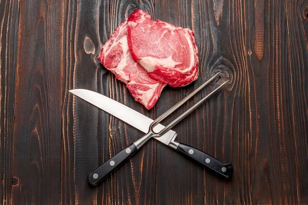 Ongekookt biologisch runderschenkel