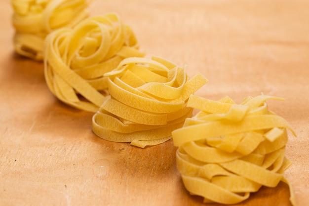 Ongekookte macaroni
