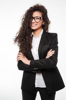Ongelooflijke afrikaanse zakelijke dame draagt een bril