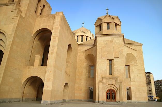 Ongelooflijke architectuur van de kathedraal van sint gregorius de verlichter of de kathedraal van yerevan, armenië