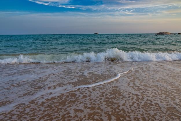 Ongelooflijke schuimende golven.