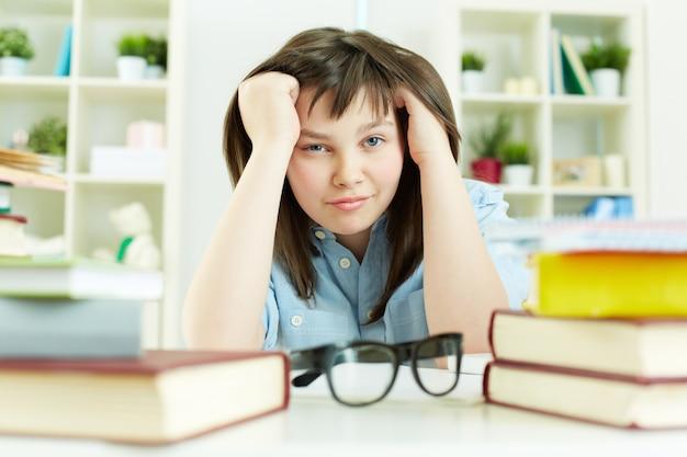 Ongelukkig meisje bestuderen