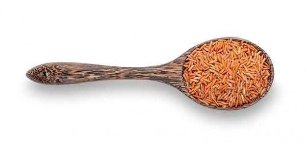 Ongepelde rijst in houten geïsoleerde lepel
