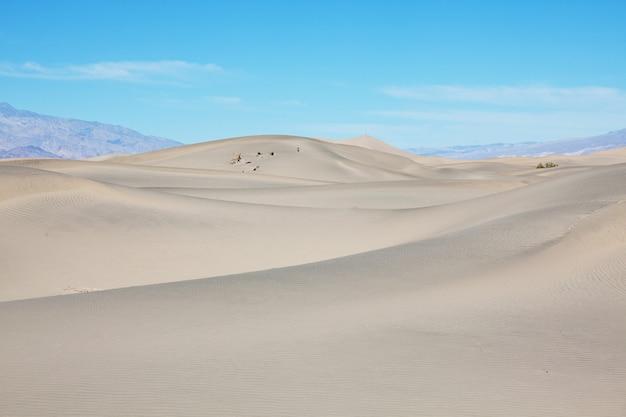Ongerepte zandduinen in de afgelegen woestijn