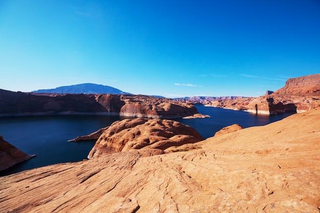 Ongewone landschappen in powell lake, verenigde staten.