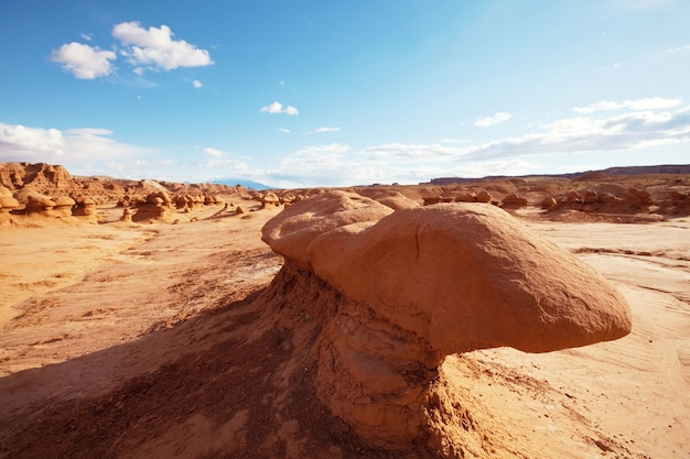 Ongewone natuurlijke landschappen in goblin valley sp in utah, vs