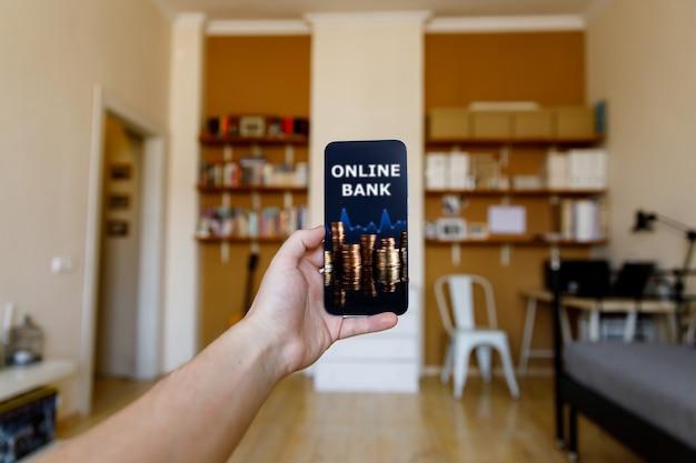 Online bankconcept. thuis geld gebruiken op een app-account.