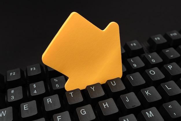 Online browsen verkennen, bloginhoud maken, nieuwe berichten verzenden, ideeën typen, belangrijk idee schrijven, geautomatiseerde kantoorconfiguratie, gegevensinvoertaken, webonderzoeksonderzoek