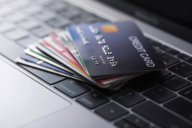 Online creditcardbetaling voor aankopen in online winkels en online winkelen.