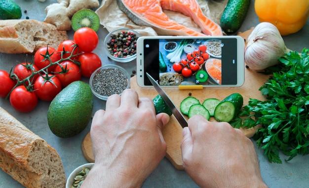 Online eten koken of leren om een gerecht te maken