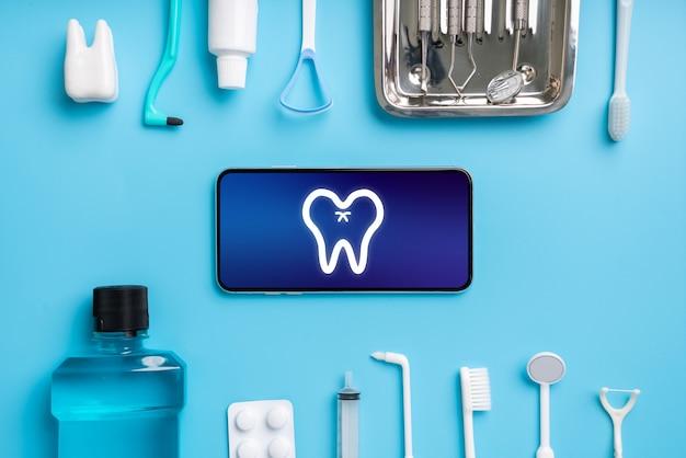 Online gezondheidszorg pictogram applicatie op smartphone
