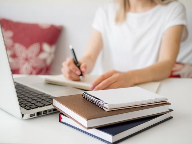Online lessen met schrijven door studenten