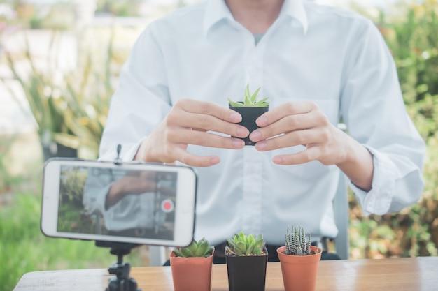 Online v logger-training voor het planten van cactussen en tuinieren