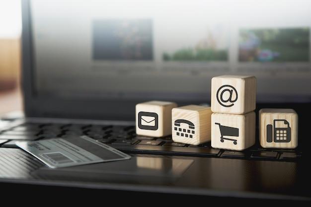Online winkelen, diensten bestellen, transacties uitvoeren. blijf thuis