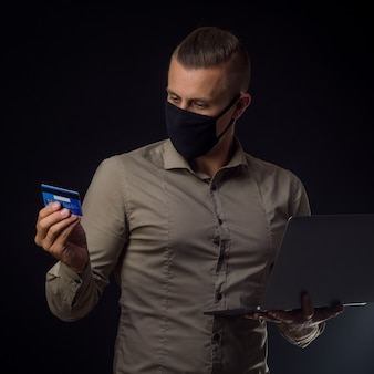 Online winkelen in het coronavirusseizoen