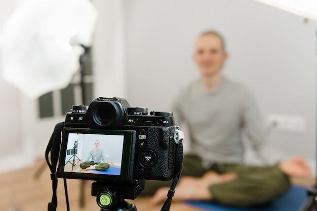 Online yoga meditatie, webinar, wloger streaming, lesgeven vanuit huis