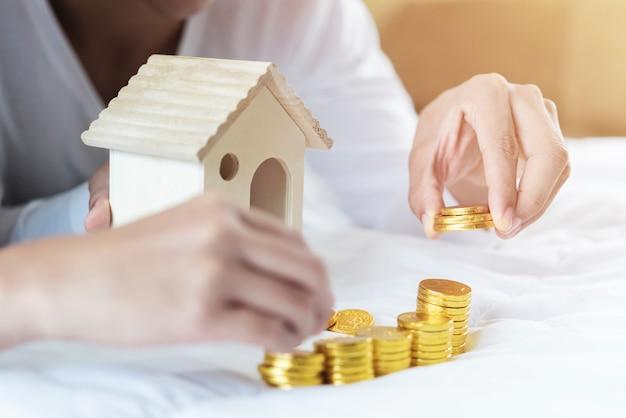 Onroerendgoedladder, hypotheek en onroerend goed concept.