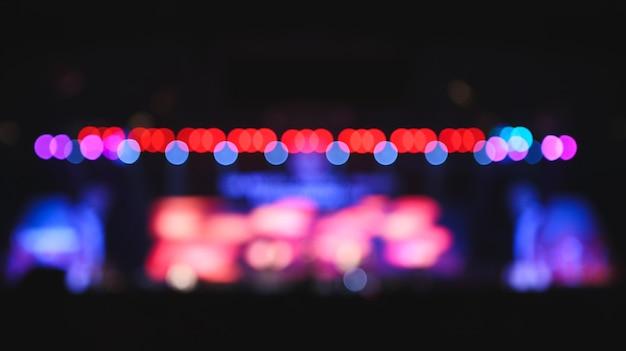 Onscherpe achtergrond: bokeh-verlichting in concert.