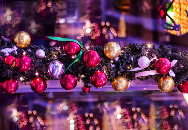 Onscherpe achtergrond, textuur. kerstslingers van de kerstboom