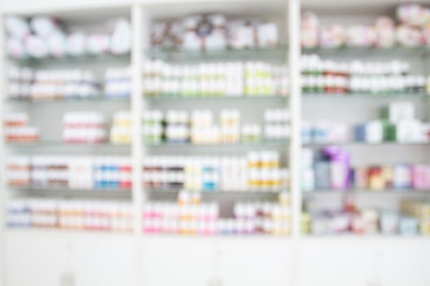 Onscherpe medicijnkast en opslaggeneeskunde en apotheekdrogisterij voor achtergrond