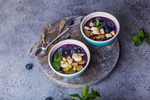 Ontbijt acai smoothie kom voor een gezonde levensstijl