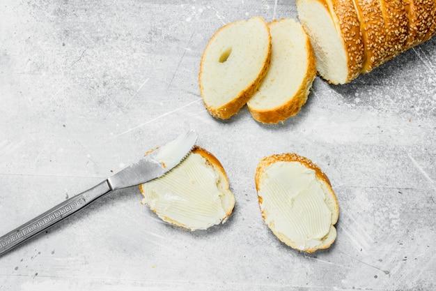 Ontbijt. boter sandwich.