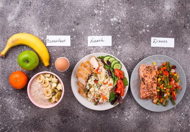 Ontbijt lunch en diner. dag menu