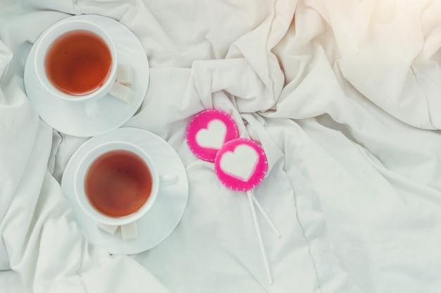 Ontbijt op bed in valentijnsdag