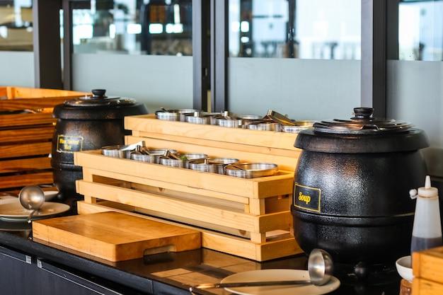 Ontbijtbuffet lijn in het luxe hotel