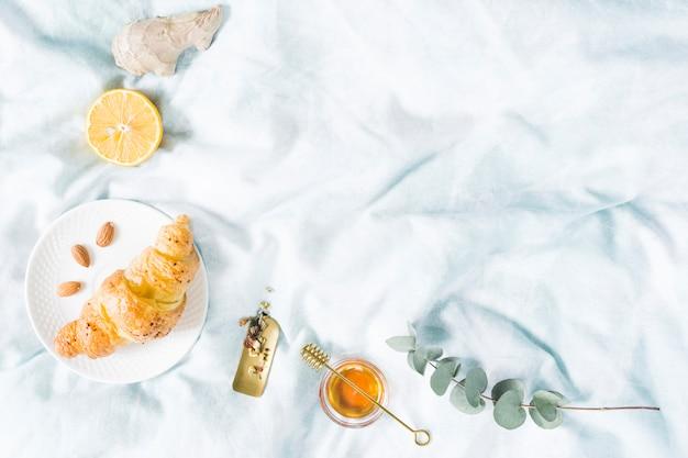 Ontbijtgranen op bed